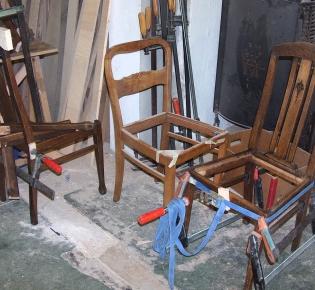 Tischlerei Sebastian Schramm - restaurierte Stühle - Werkstattansicht