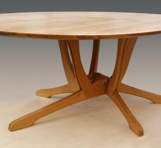 Tischlerei Sebastian Schramm Dresden Neustadt - Tisch mit ovaler Tischplatte
