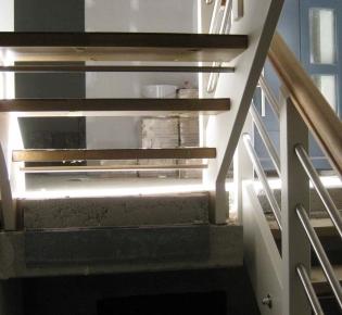 Tischlerei Sebastian Schramm, Dresden Neustadt - Treppe  mit Handlauf aus Eiche